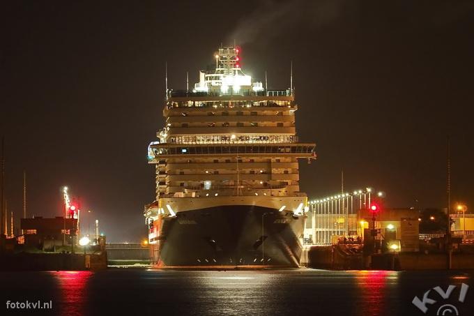 Noordersluis, IJmuiden |  Aankomst nieuw cruiseschip Koningsdam |  FotoKvL / Ko van Leeuwen |  kvl_160521_0346280w.jpg / 21-5 -2016 03:46:28