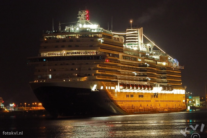 Noordersluis, IJmuiden |  Aankomst nieuw cruiseschip Koningsdam |  FotoKvL / Ko van Leeuwen |  kvl_160521_0411210w.jpg / 21-5 -2016 04:11:21