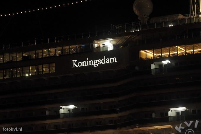 Noordersluis, IJmuiden |  Aankomst nieuw cruiseschip Koningsdam |  FotoKvL / Ko van Leeuwen |  kvl_160521_0415300w.jpg / 21-5 -2016 04:15:30