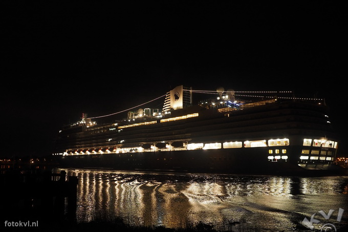 Noordersluis, IJmuiden |  Aankomst nieuw cruiseschip Koningsdam |  FotoKvL / Ko van Leeuwen |  kvl_160521_0416070w.jpg / 21-5 -2016 04:16:07