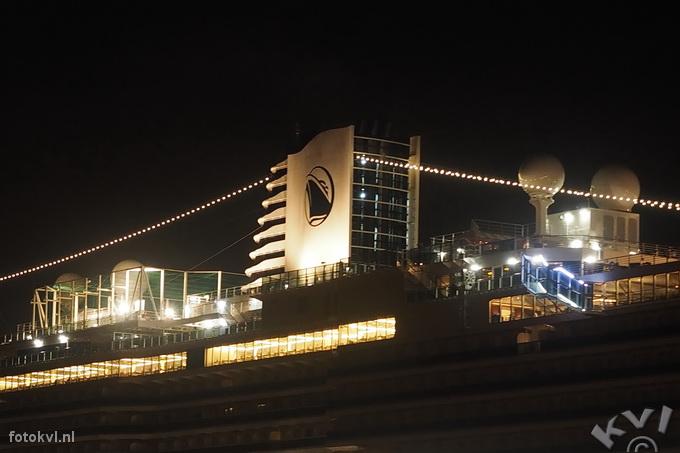 Noordersluis, IJmuiden |  Aankomst nieuw cruiseschip Koningsdam |  FotoKvL / Ko van Leeuwen |  kvl_160521_0416240w.jpg / 21-5 -2016 04:16:24