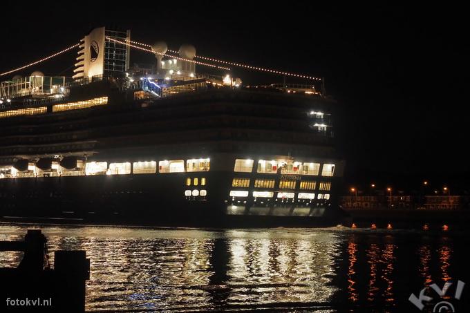 Noordersluis, IJmuiden |  Aankomst nieuw cruiseschip Koningsdam |  FotoKvL / Ko van Leeuwen |  kvl_160521_0416420w.jpg / 21-5 -2016 04:16:42