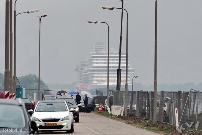 Noordersluis, IJmuiden |  Vertrek nieuw cruiseschip Koningsdam |  FotoKvL / Ko van Leeuwen |  kvl_160522_1856240w.jpg / 22-5 -2016 18:56:24