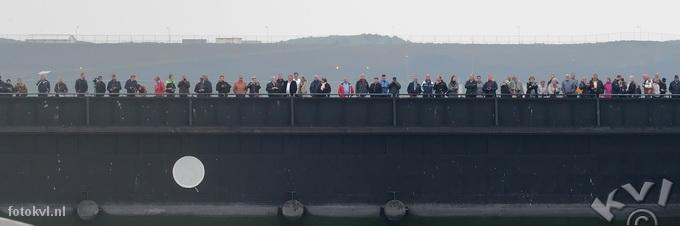 Noordersluis, IJmuiden |  Vertrek nieuw cruiseschip Koningsdam |  FotoKvL / Ko van Leeuwen |  kvl_160522_1912040w.jpg / 22-5 -2016 19:12:04