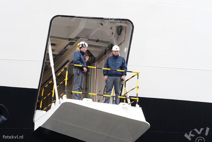 Noordersluis, IJmuiden |  Vertrek nieuw cruiseschip Koningsdam |  FotoKvL / Ko van Leeuwen |  kvl_160522_1916400.jpg / 22-5 -2016 19:16:40