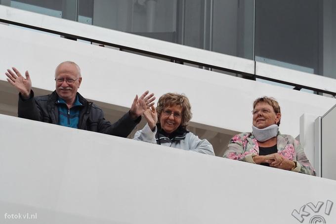 Noordersluis, IJmuiden |  Vertrek nieuw cruiseschip Koningsdam |  FotoKvL / Ko van Leeuwen |  kvl_160522_1916491.jpg / 22-5 -2016 19:16:49
