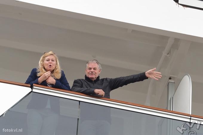 Noordersluis, IJmuiden |  Vertrek nieuw cruiseschip Koningsdam |  FotoKvL / Ko van Leeuwen |  kvl_160522_1916530w.jpg / 22-5 -2016 19:16:53