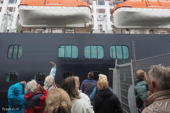Noordersluis, IJmuiden |  Vertrek nieuw cruiseschip Koningsdam |  FotoKvL / Ko van Leeuwen |  kvl_160522_1918080w.jpg / 22-5 -2016 19:18:08
