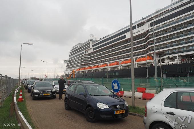 Noordersluis, IJmuiden |  Vertrek nieuw cruiseschip Koningsdam |  FotoKvL / Ko van Leeuwen |  kvl_160522_1920470w.jpg / 22-5 -2016 19:20:47