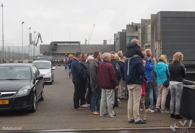 Noordersluis, IJmuiden |  Vertrek nieuw cruiseschip Koningsdam |  FotoKvL / Ko van Leeuwen |  kvl_160522_1925030w.jpg / 22-5 -2016 19:25:03