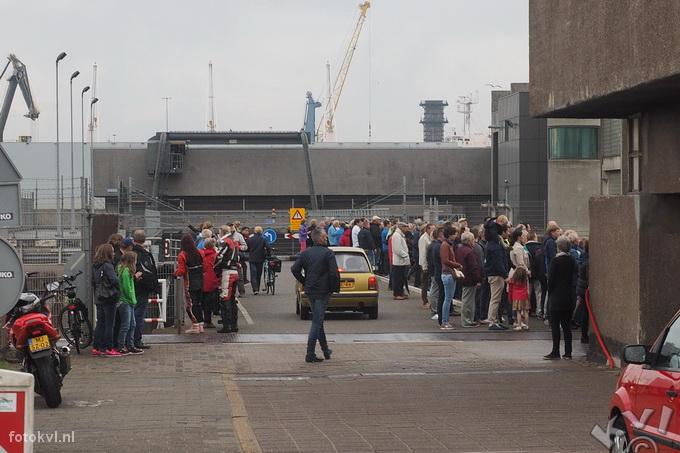 Noordersluis, IJmuiden |  Vertrek nieuw cruiseschip Koningsdam |  FotoKvL / Ko van Leeuwen |  kvl_160522_1930230.jpg / 22-5 -2016 19:30:23