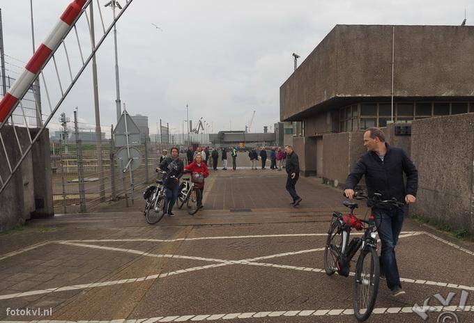 Noordersluis, IJmuiden |  Vertrek nieuw cruiseschip Koningsdam |  FotoKvL / Ko van Leeuwen |  kvl_160522_1941060w.jpg / 22-5 -2016 19:41:06