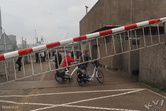 Noordersluis, IJmuiden |  Vertrek nieuw cruiseschip Koningsdam |  FotoKvL / Ko van Leeuwen |  kvl_160522_1941082.jpg / 22-5 -2016 19:41:08