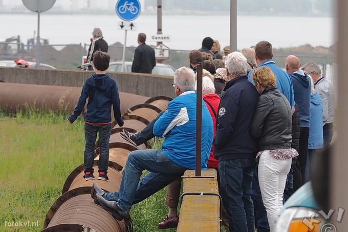 Noordersluis, IJmuiden |  Vertrek nieuw cruiseschip Koningsdam |  FotoKvL / Ko van Leeuwen |  kvl_160522_1953590w.jpg / 22-5 -2016 19:53:59