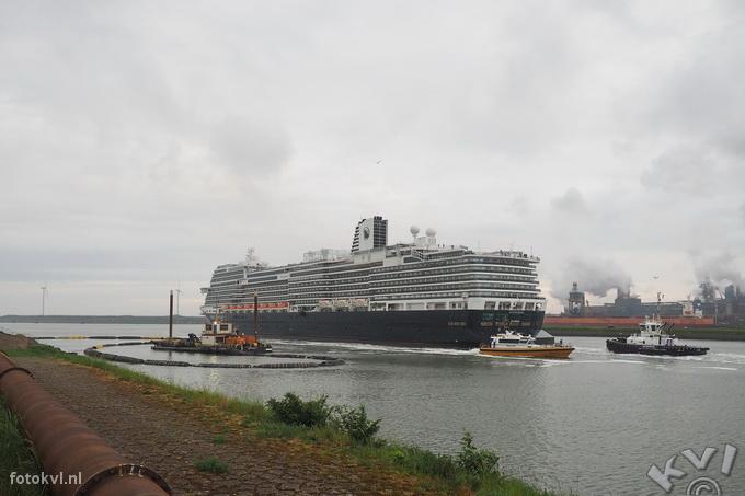 Noordersluis, IJmuiden |  Vertrek nieuw cruiseschip Koningsdam |  FotoKvL / Ko van Leeuwen |  kvl_160522_2004590w.jpg / 22-5 -2016 20:04:59