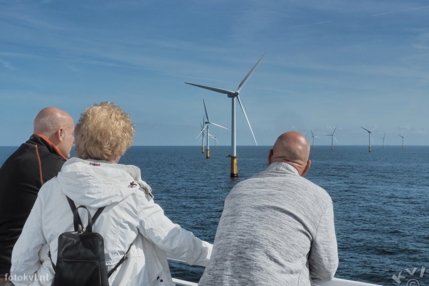 Windmolenpark Prinses Amalia, IJmuiden |  Met DFDS naar windmolenpark Prinses Amalia |  FotoKvL / Ko van Leeuwen |  kvl_160903_1206550w.jpg / 03-9 -2016 12:06:55