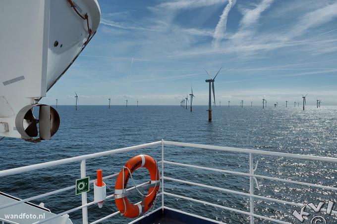 Dutch Wind Park at the North Sea near IJmuiden, The Netherlands. Deze foto kreeg een eervolle vermelding bij de wereldwijde fotowedstrijd The Color Awards in 2016.