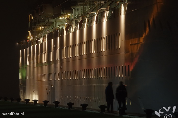 Linemen helping a cruiseship in IJmuiden locks, Netherlands